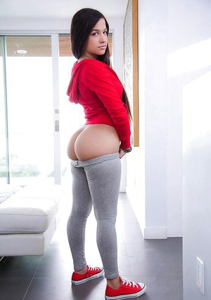 Teen In Yoga Pants Pics
